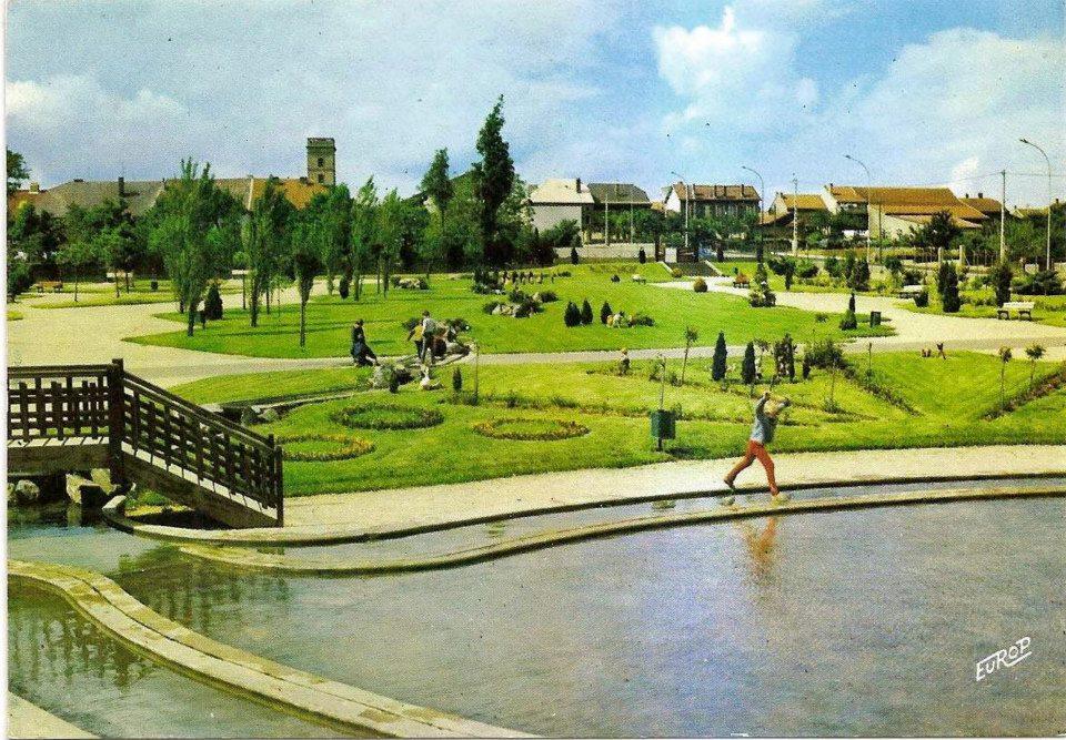 Le plan d'eau. Carte postale 1972 JPol Masina